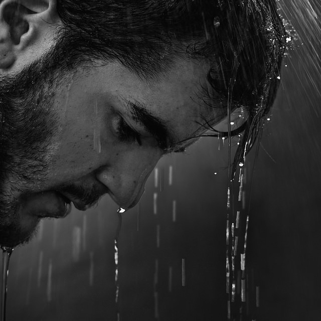 بالصور صور رجال حزينه , صور حزينة معبرة 4648 6