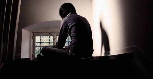 بالصور صور رجال حزينه , صور حزينة معبرة 4648 8