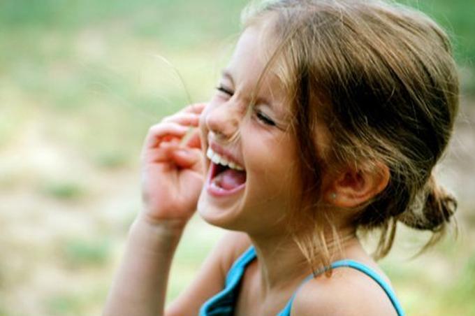 صور صور بنت تضحك , اجمل وارق الابتسامات للبنات