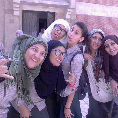 صورة صور بنات تضحك , اشكال صور مضحكة للفتيات 1186 3