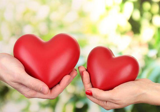 صورة كيف تعرف ان الشخص يحبك وهو بعيد عنك , كيف تعرف ان هناك شخص يحبك