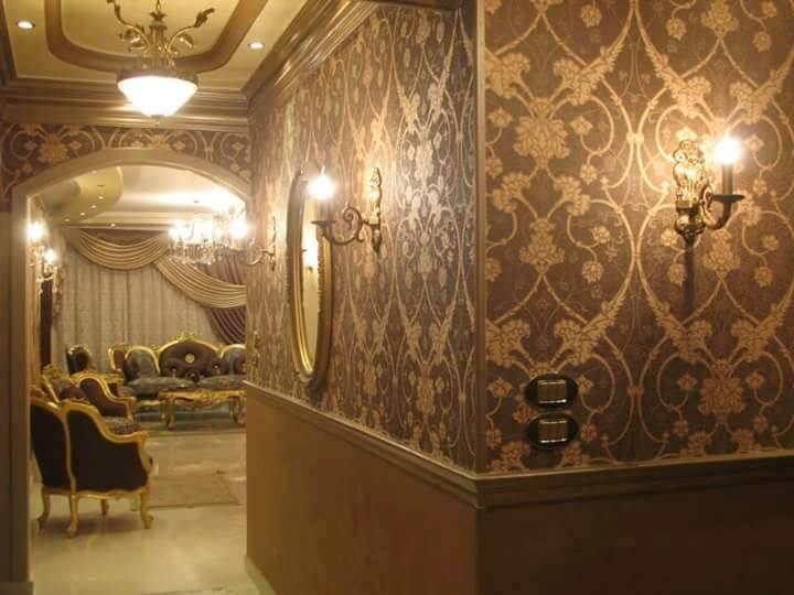 بالصور ورق جدران للمجالس , اشكال جديده و حديثه لورق الحائط لديكور المجالس 5244 2