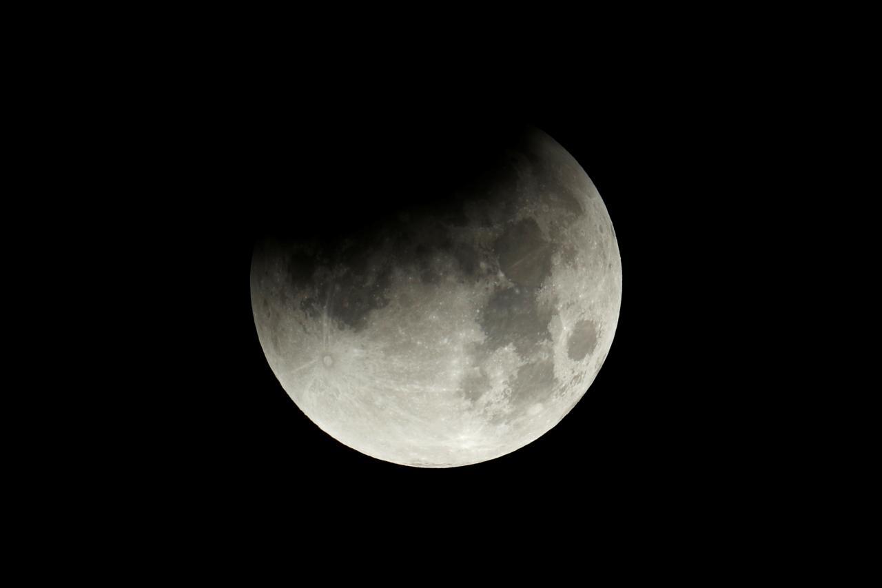 بالصور صور القمر العملاق , اجمل صور للقمر الرائع 12303 1