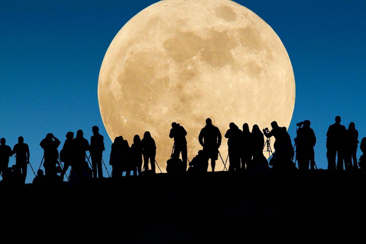 بالصور صور القمر العملاق , اجمل صور للقمر الرائع 12303 2