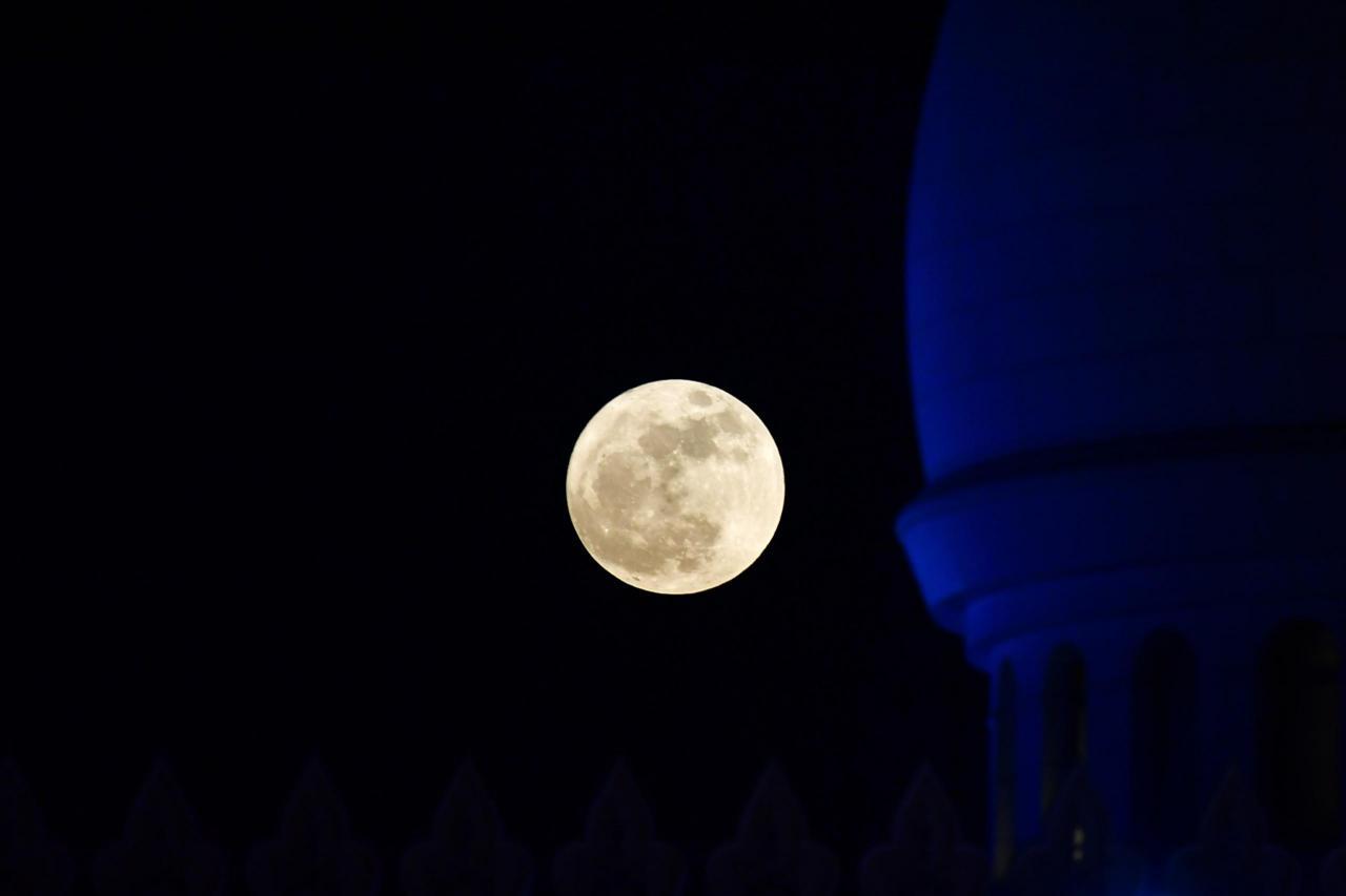 بالصور صور القمر العملاق , اجمل صور للقمر الرائع 12303 3