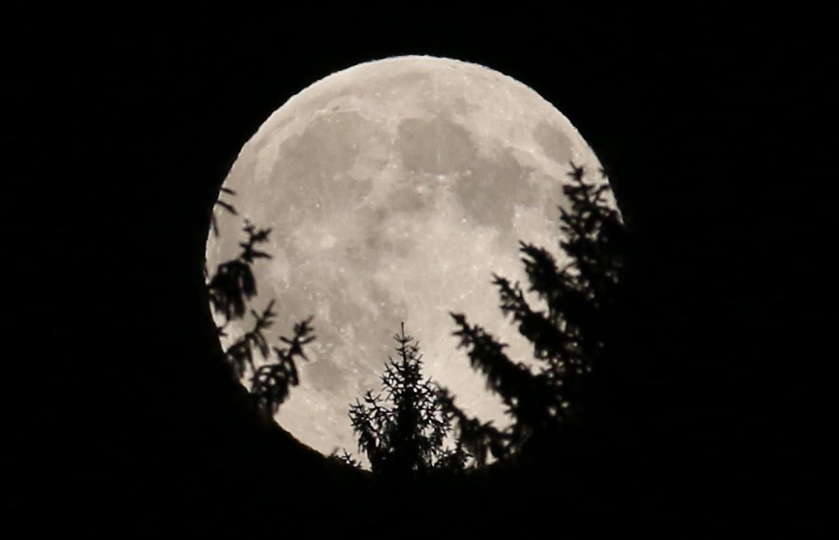 بالصور صور القمر العملاق , اجمل صور للقمر الرائع 12303 5