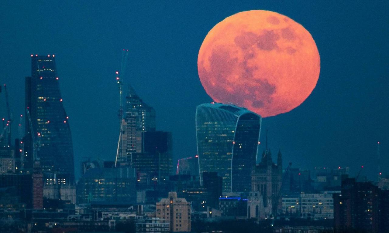 بالصور صور القمر العملاق , اجمل صور للقمر الرائع 12303 7