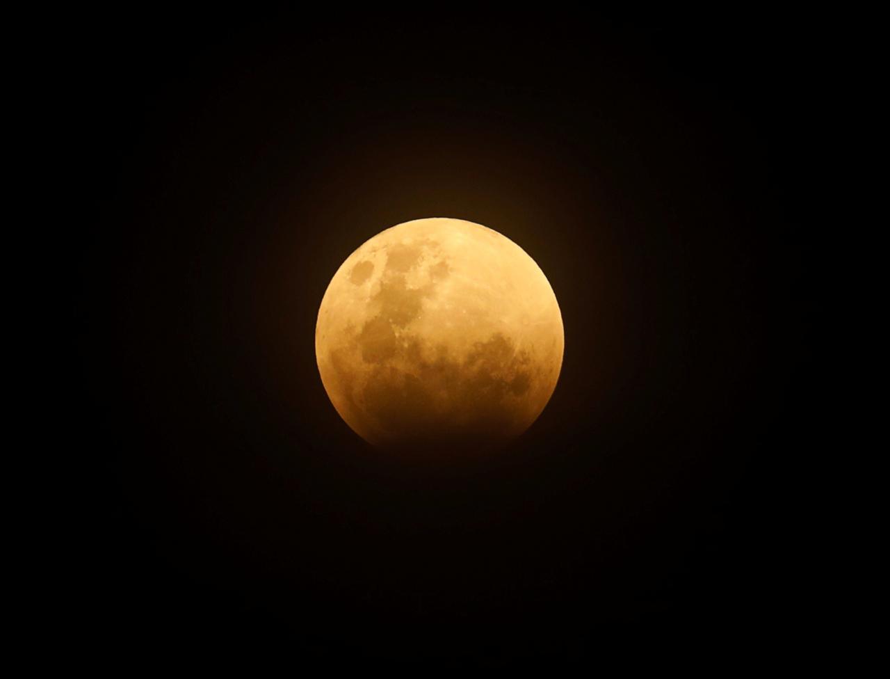 بالصور صور القمر العملاق , اجمل صور للقمر الرائع 12303 9