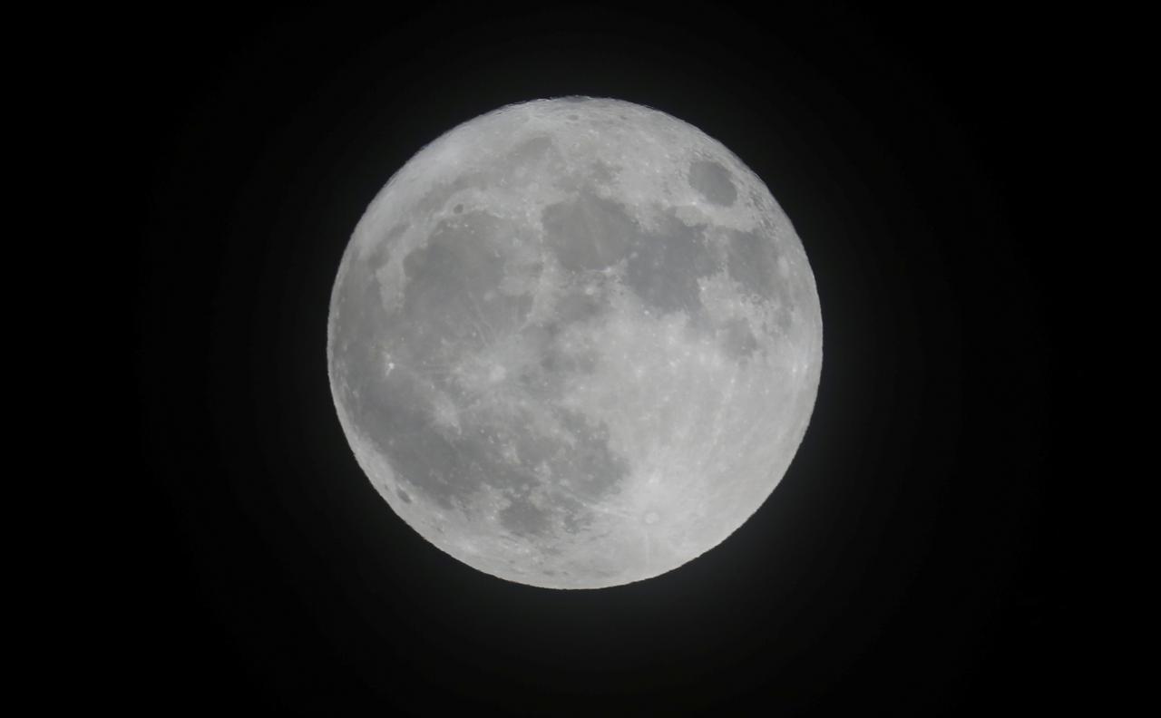 بالصور صور القمر العملاق , اجمل صور للقمر الرائع 12303