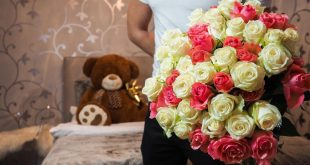 صور صور شباب مع ورد , اهميه الورد بين المحبين