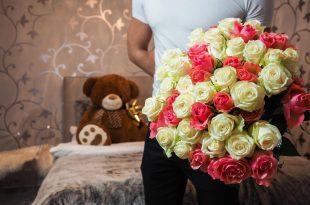 بالصور صور شباب مع ورد , اهميه الورد بين المحبين 12800 1.jpeg 310x205