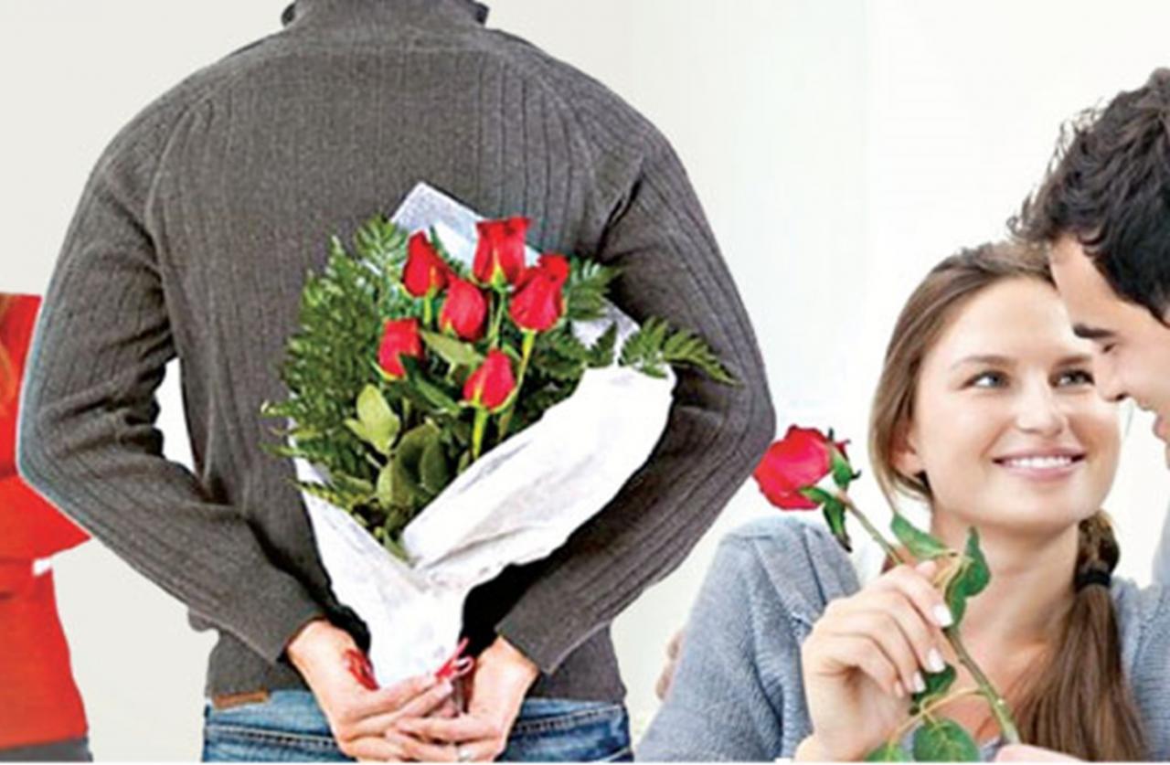 بالصور صور شباب مع ورد , اهميه الورد بين المحبين 12800 1