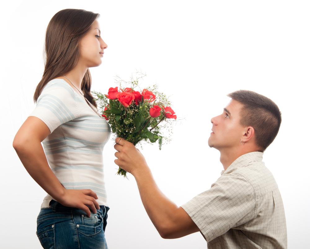 بالصور صور شباب مع ورد , اهميه الورد بين المحبين 12800 6