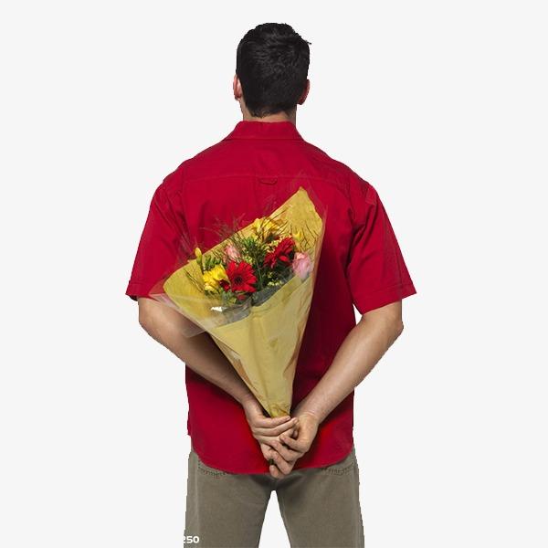 بالصور صور شباب مع ورد , اهميه الورد بين المحبين 12800