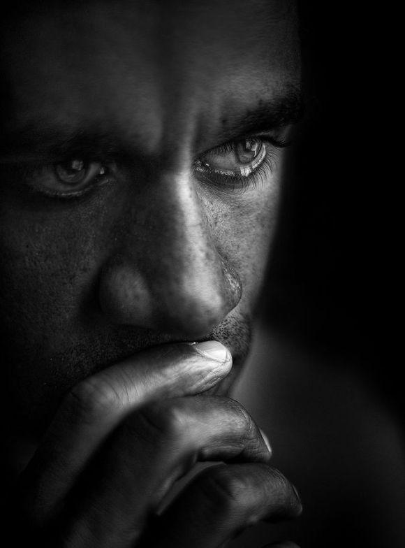 صور صور شاب حزين , ايها الشاب الحزين كيف تخرج من حزنك