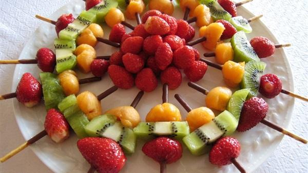 صورة تزيين الفواكه بالصور , تعلمي فن التزيين الفواكة المختلفة بالصور