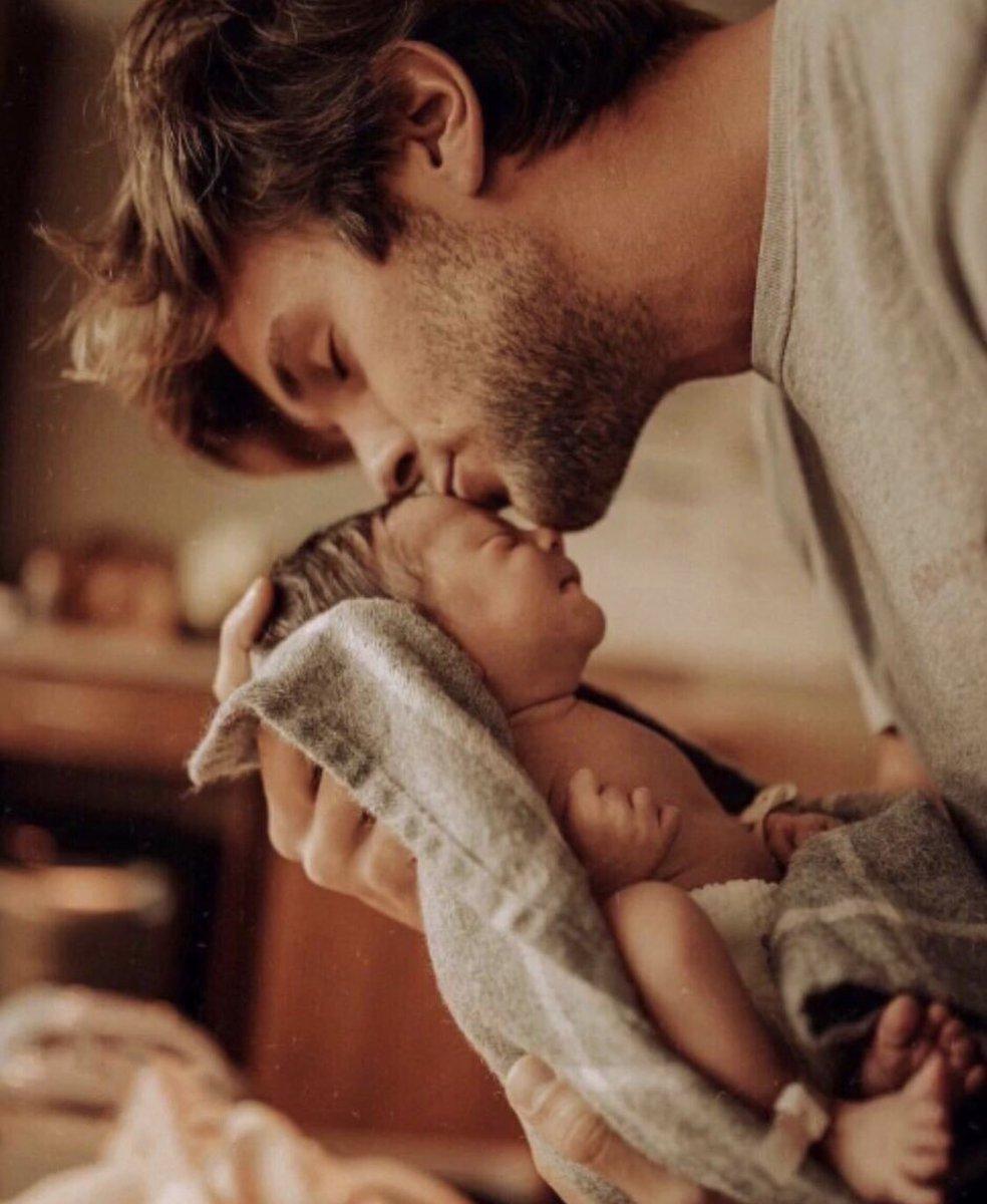 صورة صور دلع , دلع الاب لابنته